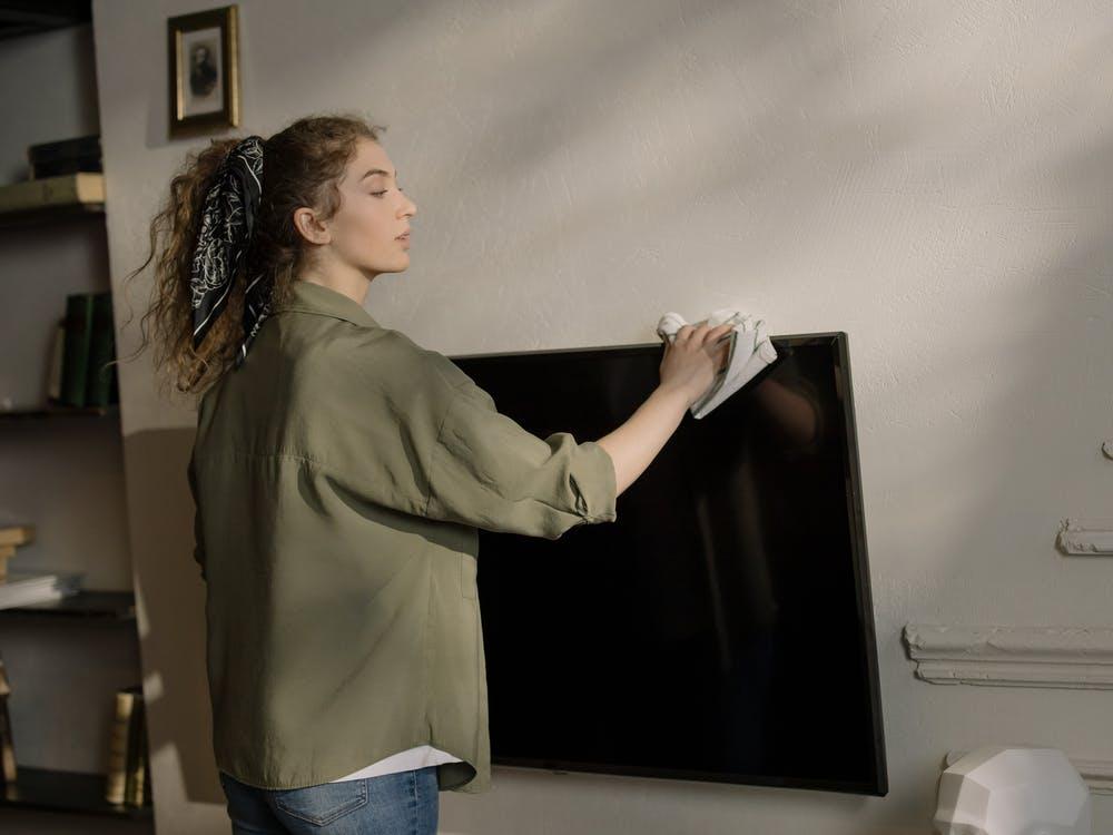 rengøring af fjernsyn